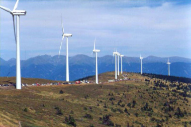 Vestas wind turbines in Austria. Photo by Kwerdenker. CC BY-SA 3.o unported. Wikimedia Commons. Wikimedia Commons.